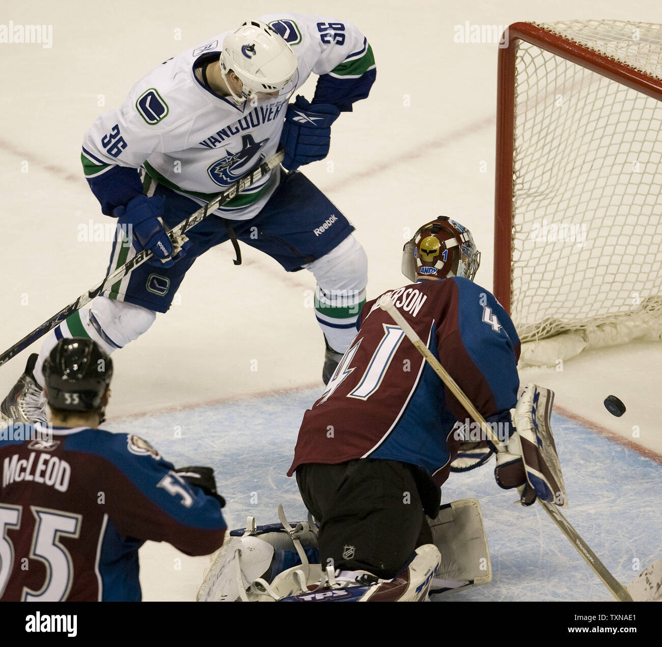 Vancouver Canucks right wing Jannik Hansen scores the winning goal against Colorado Avalanche goalie Craig Anderson during the third period at the Pepsi Center on March 9, 2010 in Denver.  Vancouver widens their Northwest divison lead beating Colorado 6-4 in a come from behind victory.        UPI/Gary C. Caskey - Stock Image
