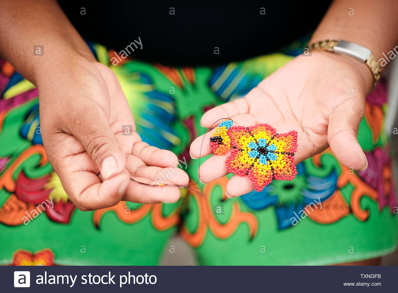 Indigenous woman beading flower coaster, Ciudad de Panamá, Panama - Stock Image