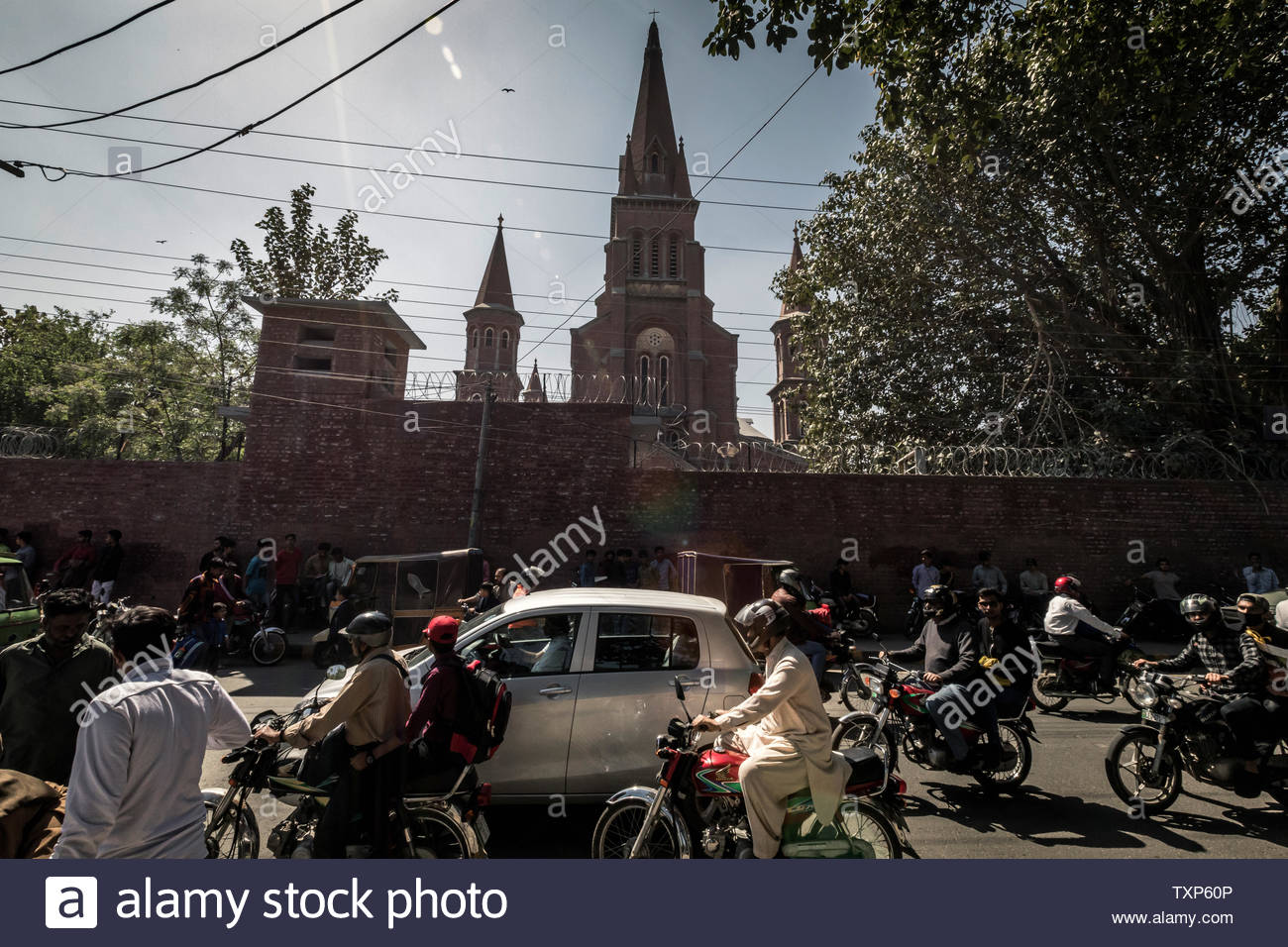 Daily traffic chaos before Sacred Heart Cathedral in Lahore in Pakistan. - Stock Image