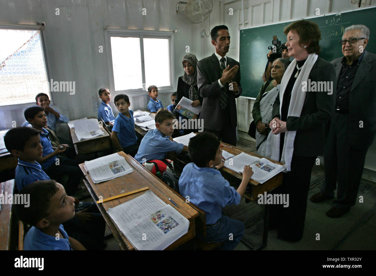 Delegates of The Elders group of retired prominent world figures, former Irish president Mary Robinson (2-R), Indian activist Ela Bhatt (3-R) and former UN envoy Lakhdar Brahimi ( R), visit a UN-run school in Deir Al-Balah refugee camp in the central Gaza Strip on October 16, 2010, during a visit to Gaza the Hamas-run Palestinian territory.  UPI/Ismael Mohamad - Stock Image