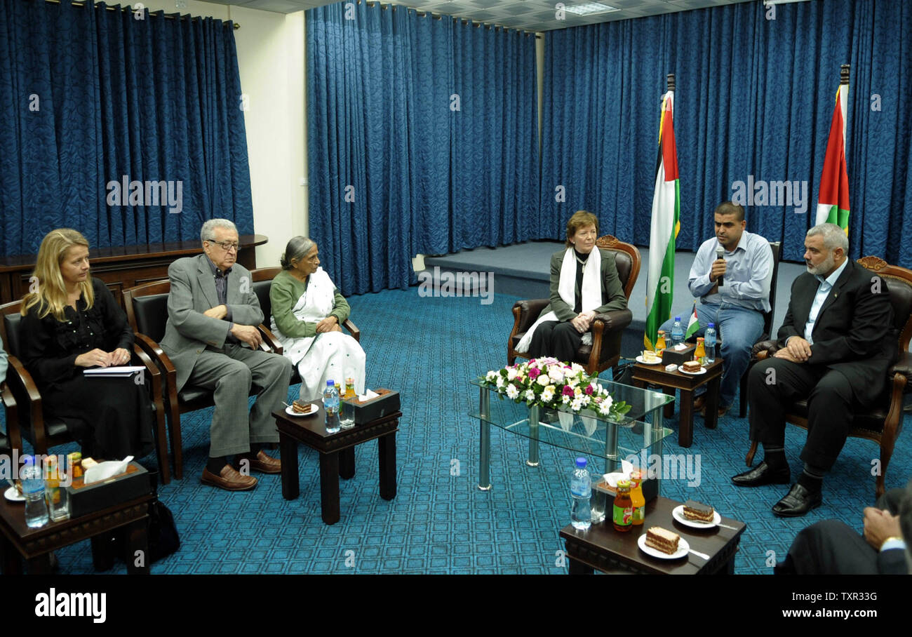 Palestinian Hamas leader Ismail Haniya (R) meets with delegates of The Elders group of retired prominent world figures, former Irish president Mary Robinson (C-L), Indian activist Ela Bhatt (2nd L) and former UN envoy Lakhdar Brahimi (L), in Gaza City on October 16, 2010 during the group's visit to the Hamas-run Palestinian territory. UPI/Muhammad Alostaz/Prime Minister's office - Stock Image