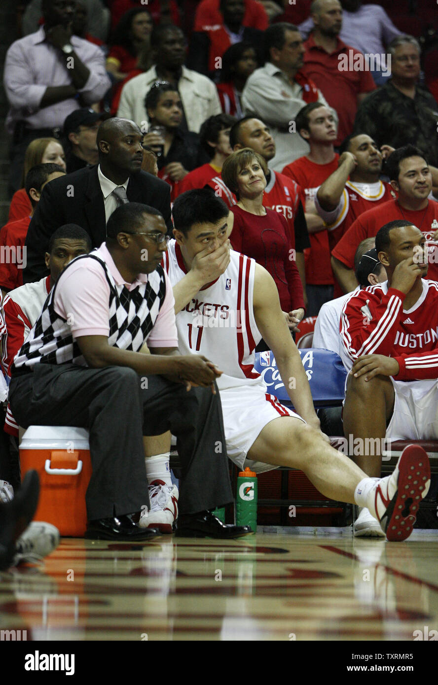 Houston Rockets center Yao Ming (C), of China, shows his frustration as he watches his team take on the Los Angeles Lakers from the bench in the second half of Game 3 of the Western Conference semifinals at Toyota Center in Houston, Texas on May 8, 2009. Yao was sidelined after experiencing soreness in his right ankle. The Lakers defeated the Rockets 108-94 to take a 2-1 lead in their best-of-seven series. (UPI Photo/Aaron M. Sprecher) - Stock Image