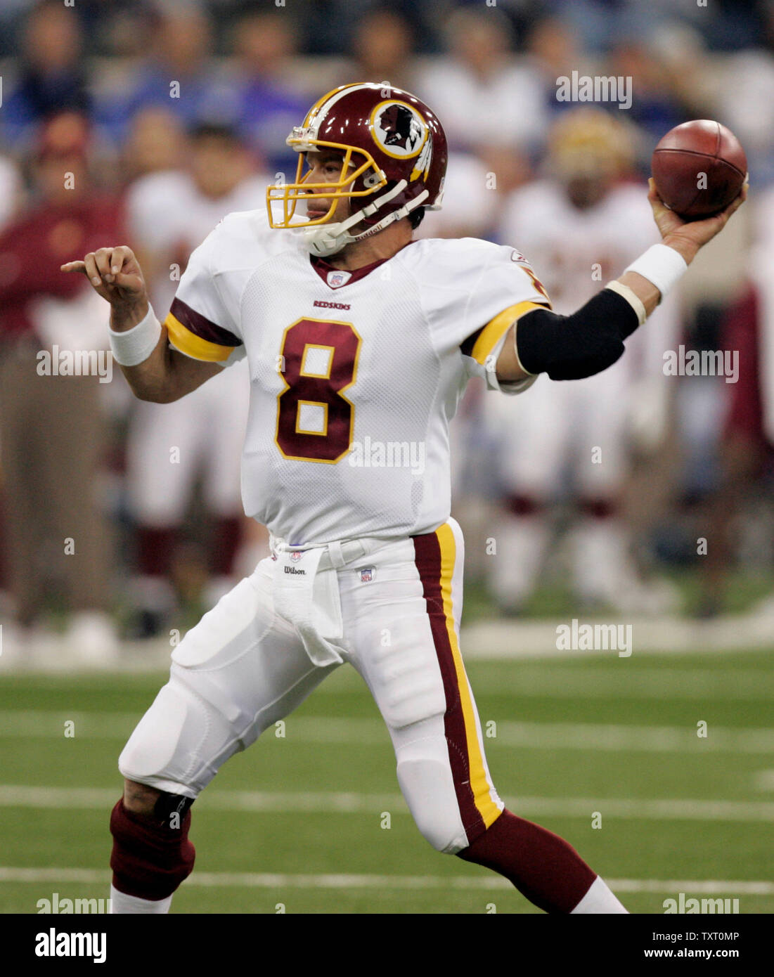 Washington Redskins quarterback Mark Brunell (8) throws a touchdown pass in the second quarter against the Indianapolis Colts at the RCA Dome in Indianapolis on October 22, 2006. (UPI Photo/Mark Cowan) - Stock Image