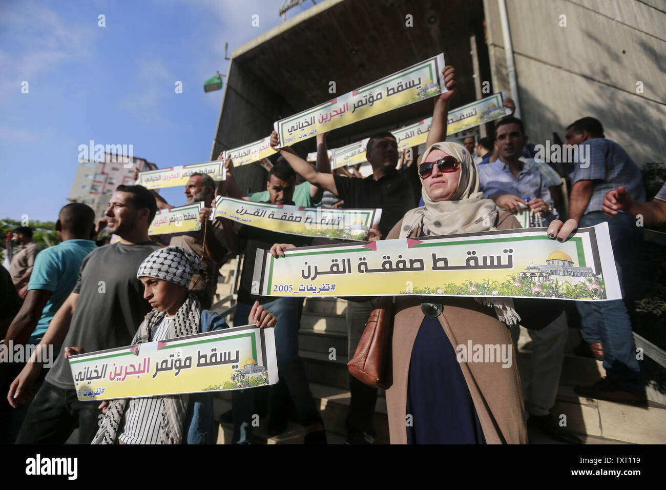 Gaza City, Palestinian Territories. 25th June, 2019. Palestinian hold placards as they take part in a protest against the US-sponsored conference on Palestinian economic development in Bahrain. The two-day meeting aims at raising 50 billion dollars in investment over 10 years, but Palestinian leaders' refusal to take part is casting serious doubt about the usefulness of the event, called Peace to Prosperity Workshop. Credit: Mohammed Talatene/dpa/Alamy Live News - Stock Image