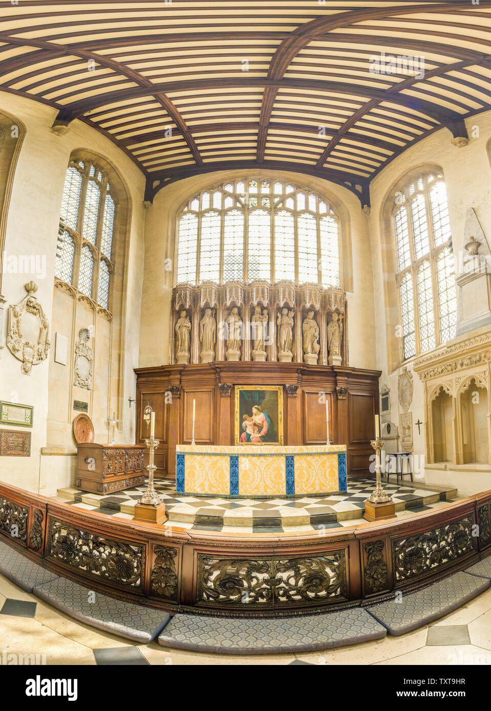 Main altar and chancel interior of St Mary the Virgin church, Oxford university, England. - Stock Image