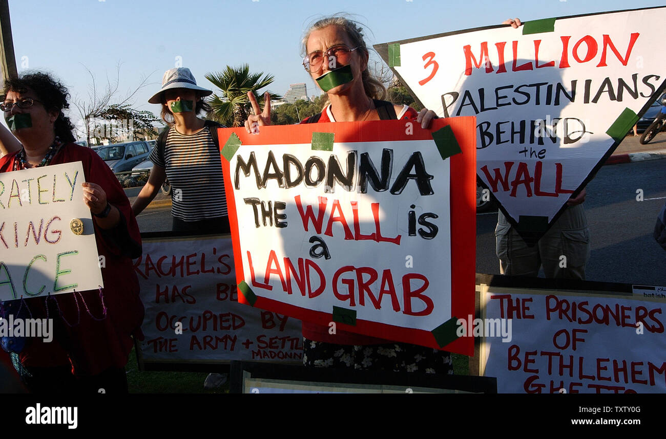 Israeli and foreign peace activists wear tape over her mouths at a demonstration against Israel's separation wall outside the David Intercontinental Hotel in Tel Aviv where the Pop Star Madonna is staying, September 19, 2004. Madonna is on a five day spiritual pilgrimage  to Israel to practice her newfound faith, Jewish mysticism, Kabbalah. (UPI Photo/Debbie Hill) - Stock Image