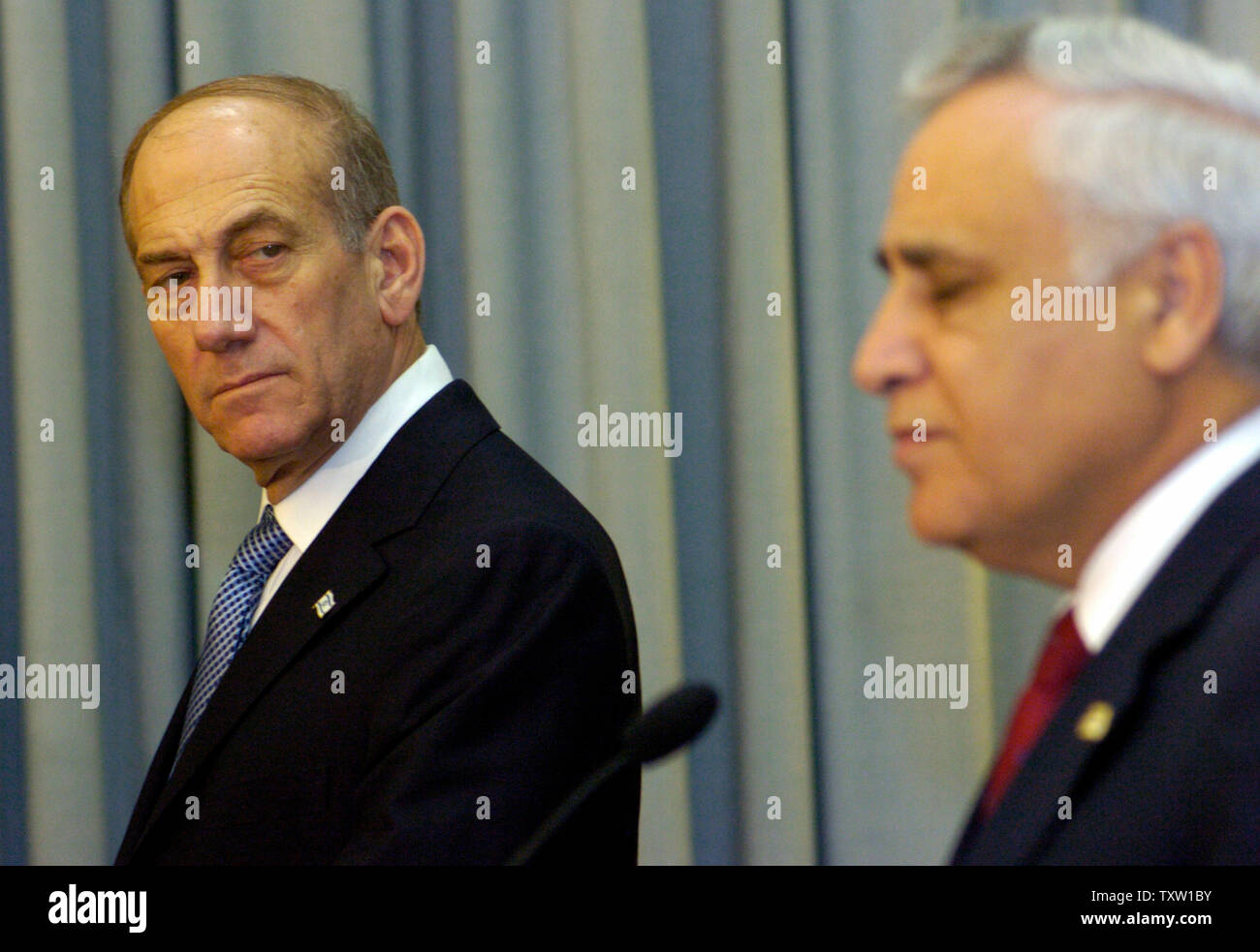 Israeli Acting Prime Minister Ehud Olmert attends a press conference with  President Moshe Katsav at the presidential residence in Jerusalem after being formally ask by President Moshe Katsav to form the next government, April 6, 2006, officially making the Kadima leader the prime minister-designate. (UPI Photo/Debbie Hill) - Stock Image