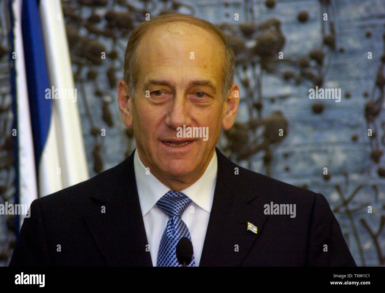 Israeli Acting Prime Minister Ehud Olmert attends a press conference at  President Moshe Katsav's residence in Jerusalem after being formally ask by President Moshe Katsav to form the next government, April 6, 2006, officially making the Kadima leader the prime minister-designate. (UPI Photo/Debbie Hill) - Stock Image