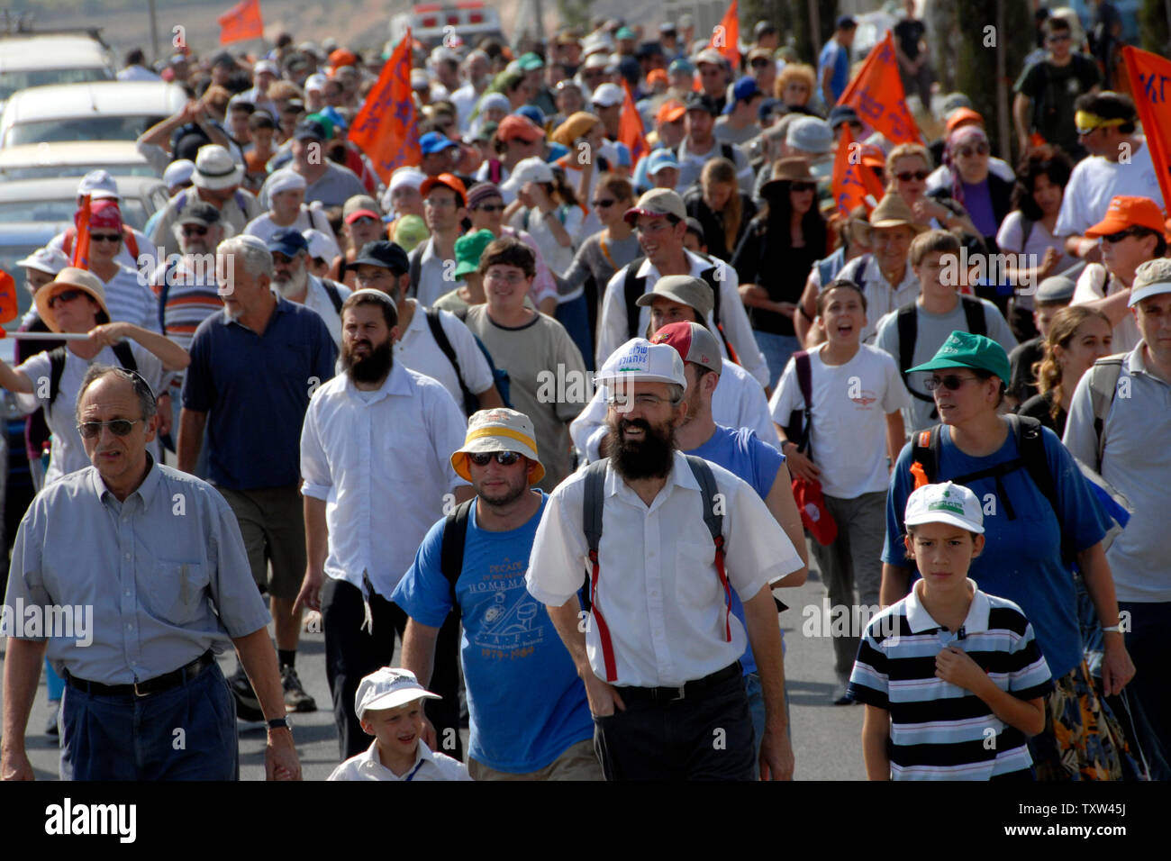 Israeli right-wing settlers march from the Jewish settlement Efrat in the West Bank to Givat Ha'Eitam to start a new settler outpost, September 30, 2007.   (UPI Photo/ Debbie Hill) - Stock Image