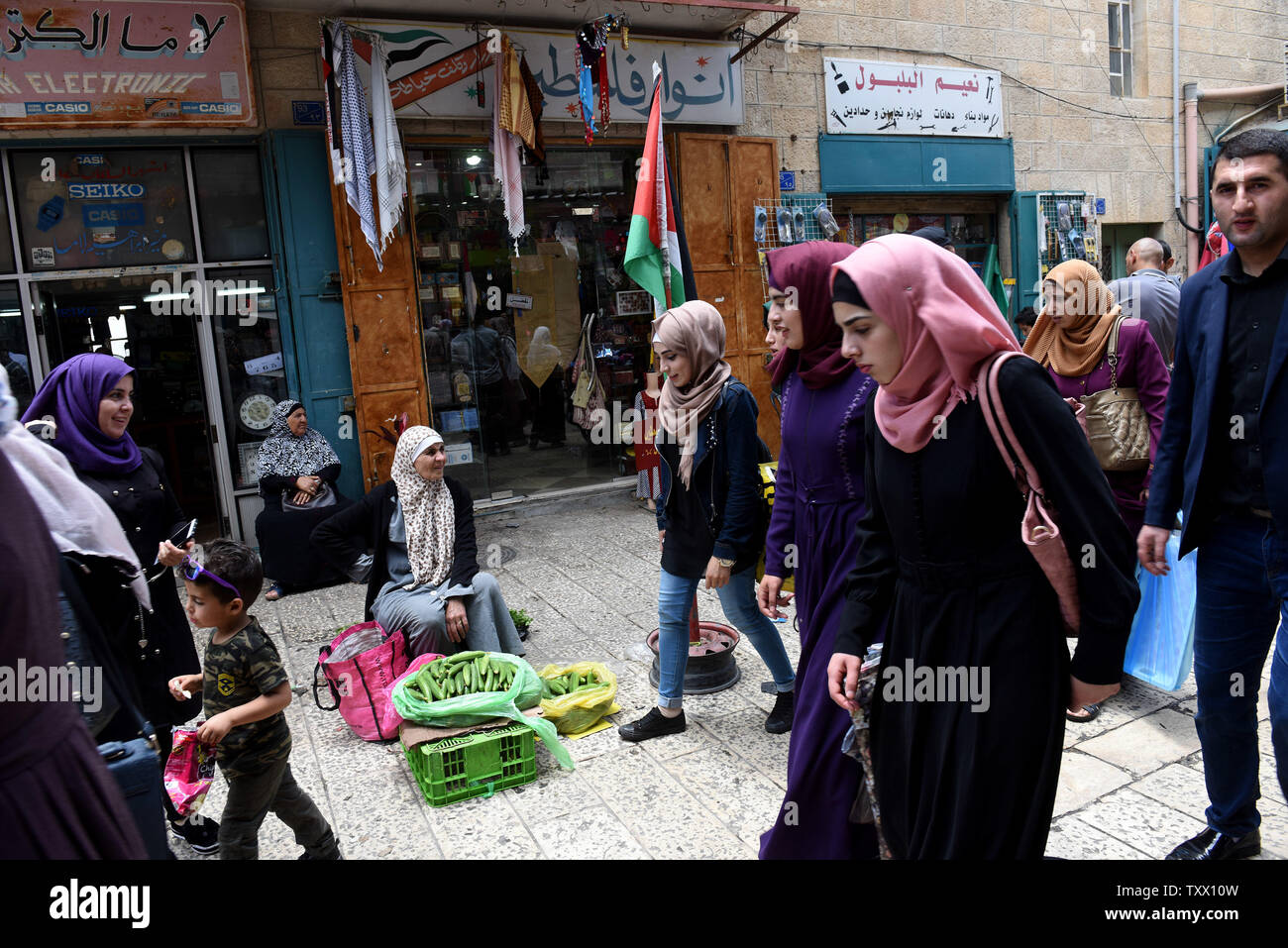 Palestinians prepare for the Islamic holiday of Eid al-Fitr, in the market in Bethlehem, West Bank, June 13, 2018. Muslims around the world will celebrate the three day holiday of  Eid al-Fitr ,which marks the end of the Muslim holy month of fasting Ramadan.  Photo by Debbie Hill/UPI - Stock Image