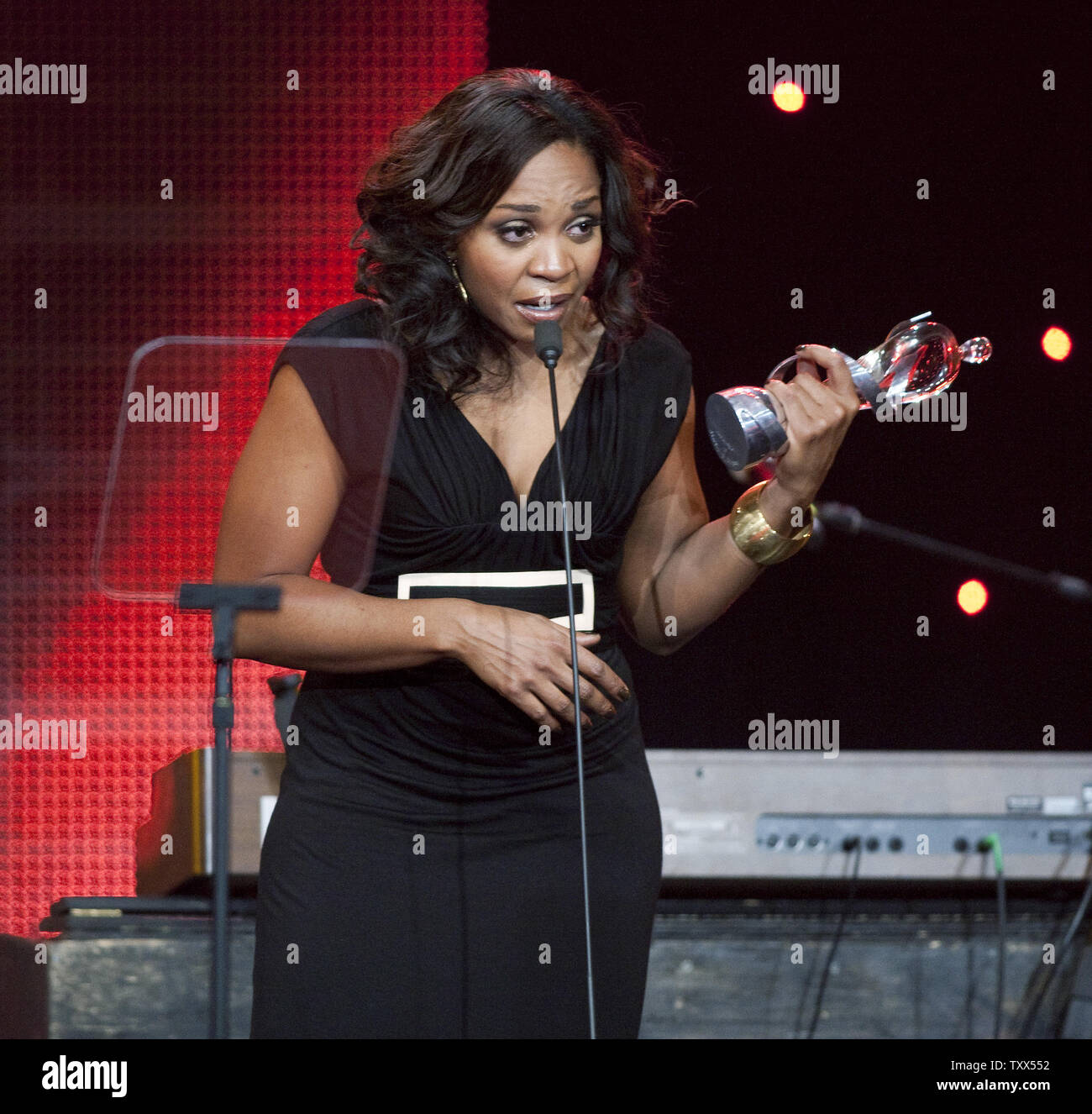 A tearful Divine Brown celebrates winning the R&B/Soul Recording of the Year award at the 2009 JUNO Gala Dinner and Awards at the Westin Bayshore Hotel in Vancouver, British Columbia, March 28, 2009. (UPI Photo/Heinz Ruckemann) - Stock Image