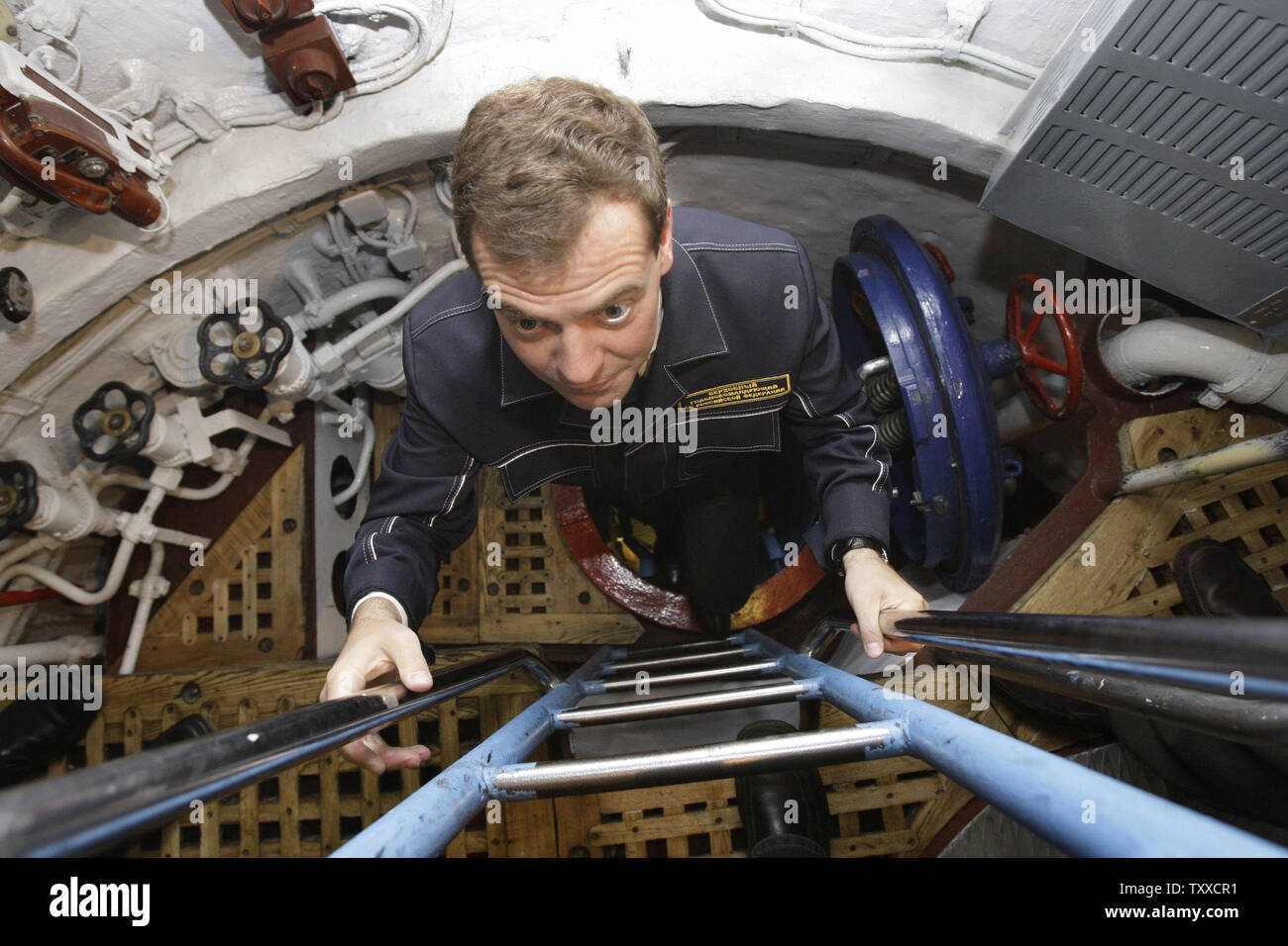 Russian President Dmitry Medvedev wearing NAVY uniform visits the 'St. George the Victor' nuclear powered submarine at the Russian Pacific Fleet submarine base at Krasheninnikov Harbor on the Kamchatka Peninsula in the Russian Far East on September 25, 2008. (UPI Photo/Anatoli Zhdanov) - Stock Image