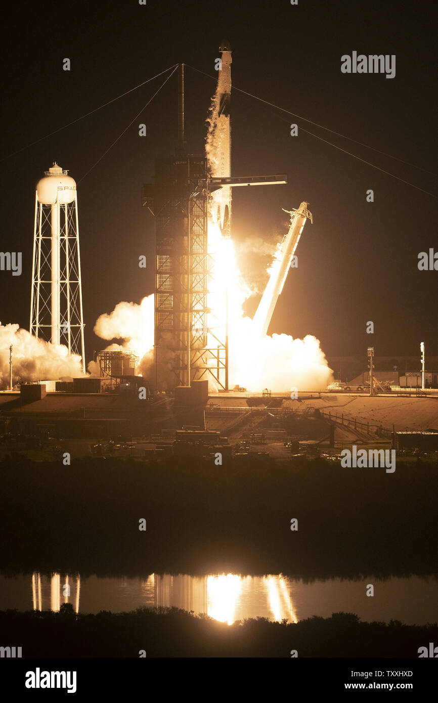 Spacex Dragon 2 Stock Photos & Spacex Dragon 2 Stock Images - Page 3