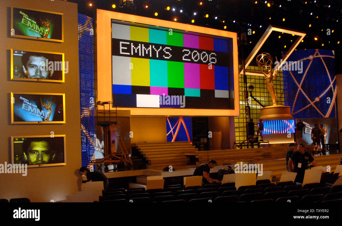 Technicians make final stage preparations at the Shrine Auditorium for the 58th annual Primetime Emmy Awards in Los Angeles on August 25, 2006. The award show airs Sunday, Aug. 27. (UPI Photo/Jim Ruymen) - Stock Image