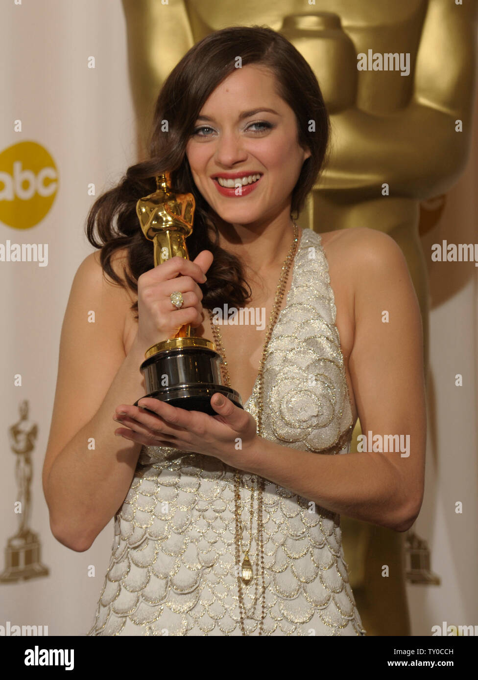 Marion Cotillard Holds The Best Actress Oscar She Won For