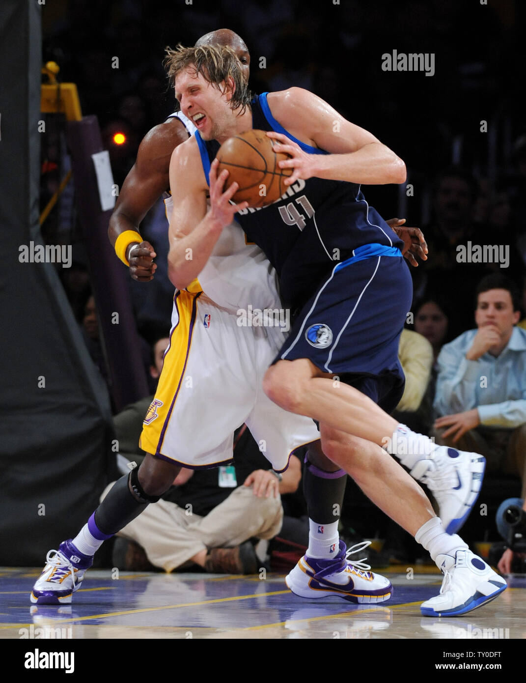 Dallas Mavericks Dirk Nowitzki Drives Against Los Angeles