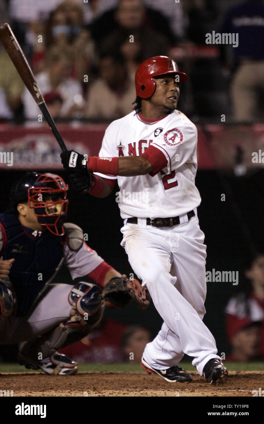 228d665e Los Angeles Angels' Erick Aybar hits a triple the 7th inning of game ...