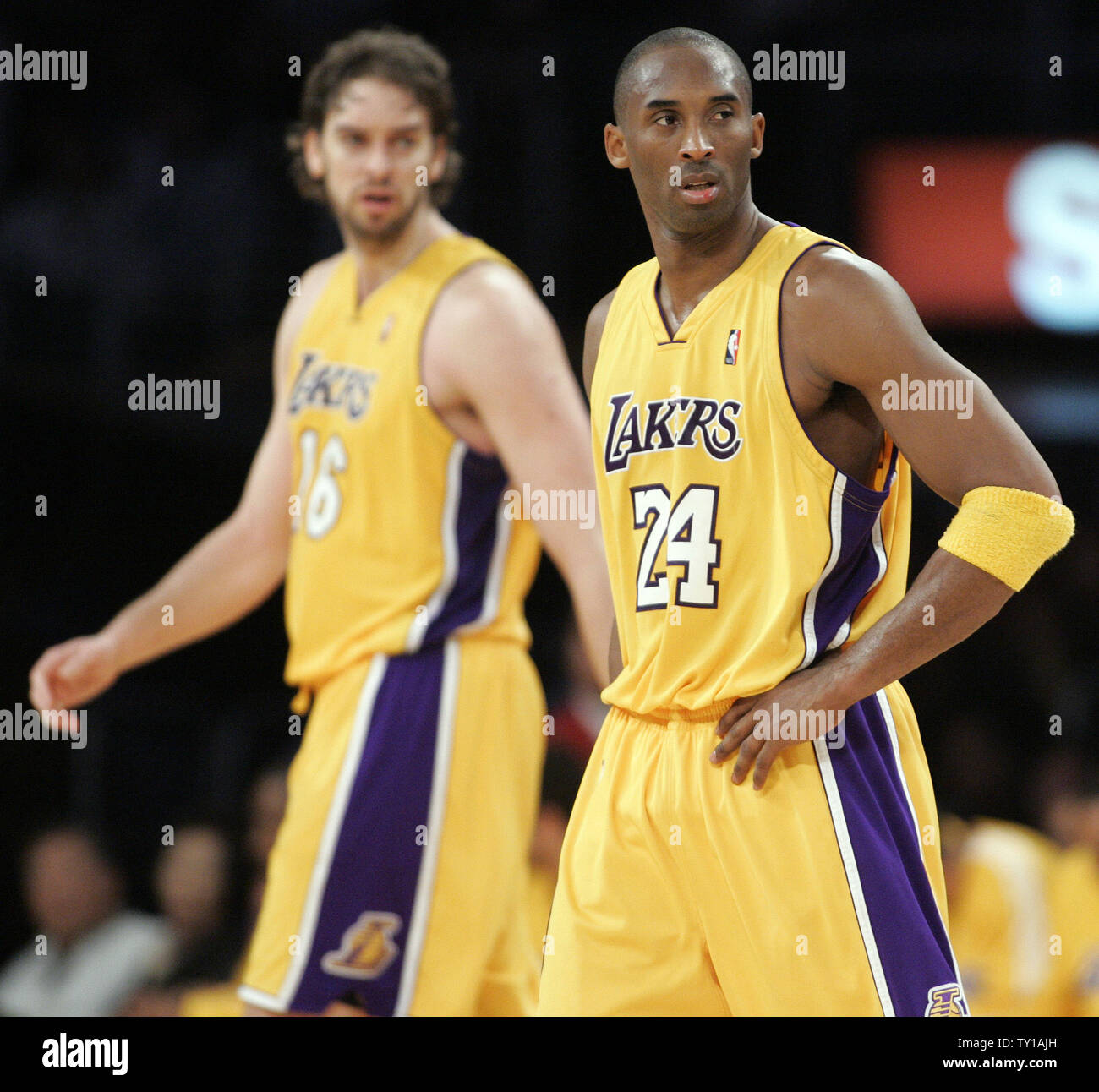 low priced 6790d c5488 Los Angeles Lakers guard Kobe Bryant, right, and Los Angeles ...