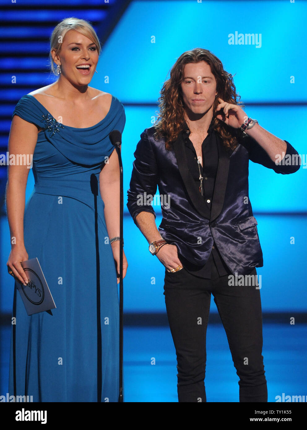 U.S. Winter Olympic gold medallists Shaun White (R) and Lindsey Vonn present an award at the 2010 ESPY Awards in Los Angeles on July 14, 2010.    UPI/Jim Ruymen - Stock Image