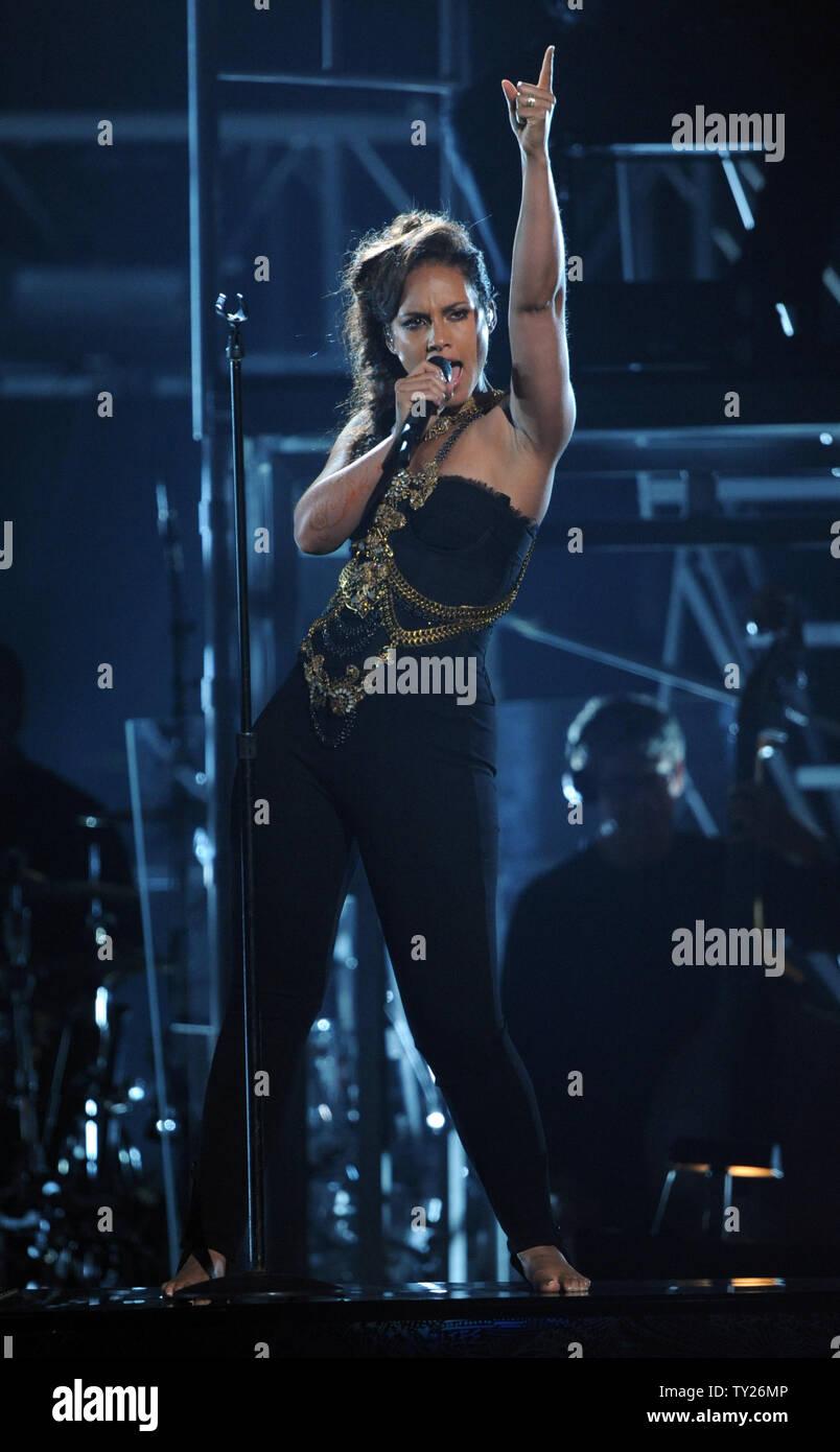 alicia keys performance on bet awards 2011