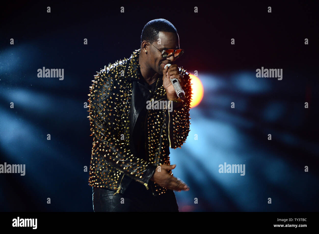 Singer R Stock Photos & Singer R Stock Images - Alamy