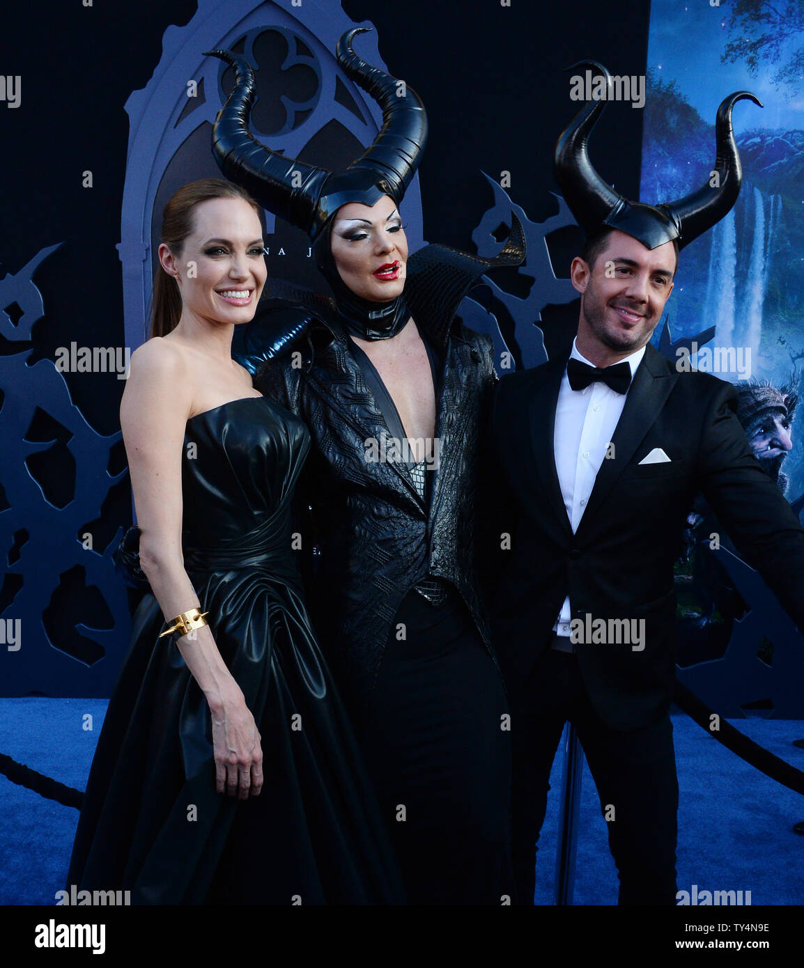 Cast Member Angelina Jolie L Attends The Premiere Of The