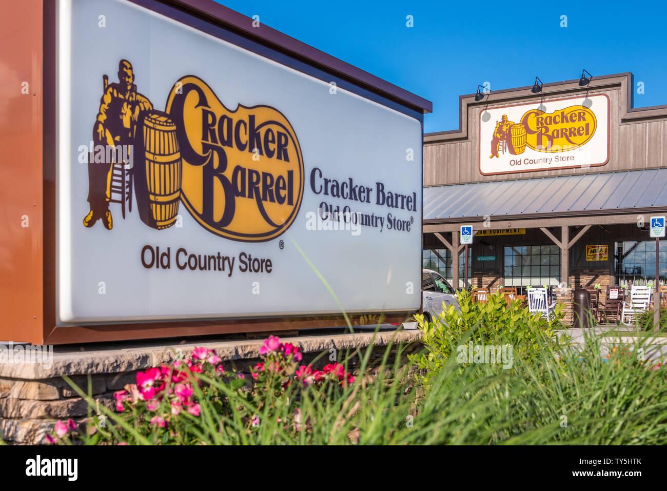 Cracker Barrel Country Store Stock Photos & Cracker Barrel Country