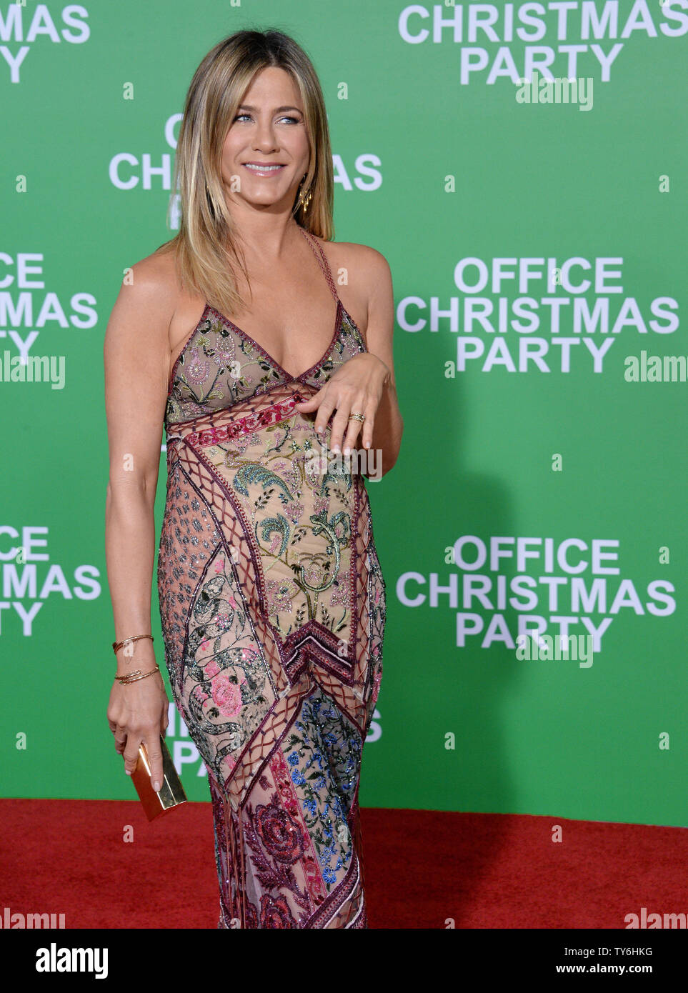 Christmas Office Party Cast.Cast Member Jennifer Aniston Attends The Premiere Of The