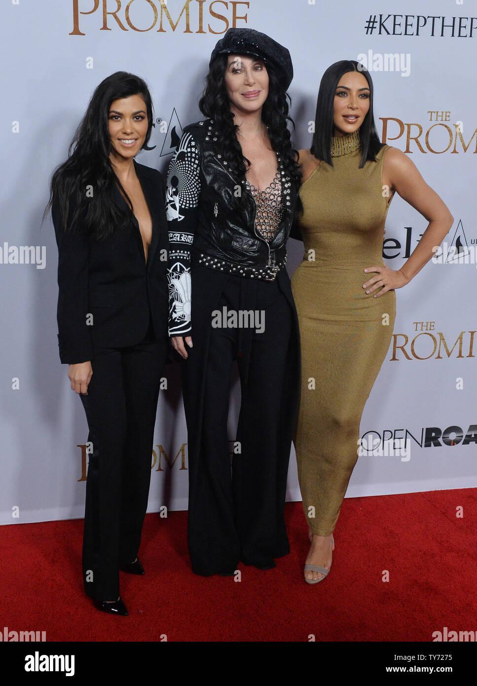 TV personalities Kourtney Kardashian (L) and Kim Kardashian