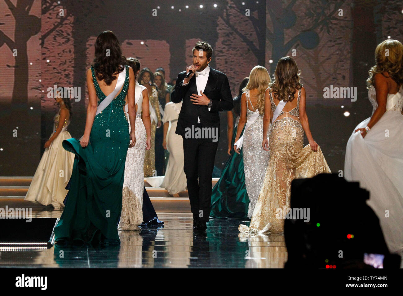 Country music singers Brett Eldredge serenades contestants onstage during the 2017 Miss USA Competition, Mandalay Bay Resort and Casino on May 14, 2017. Photo by James Atoa/UPI - Stock Image