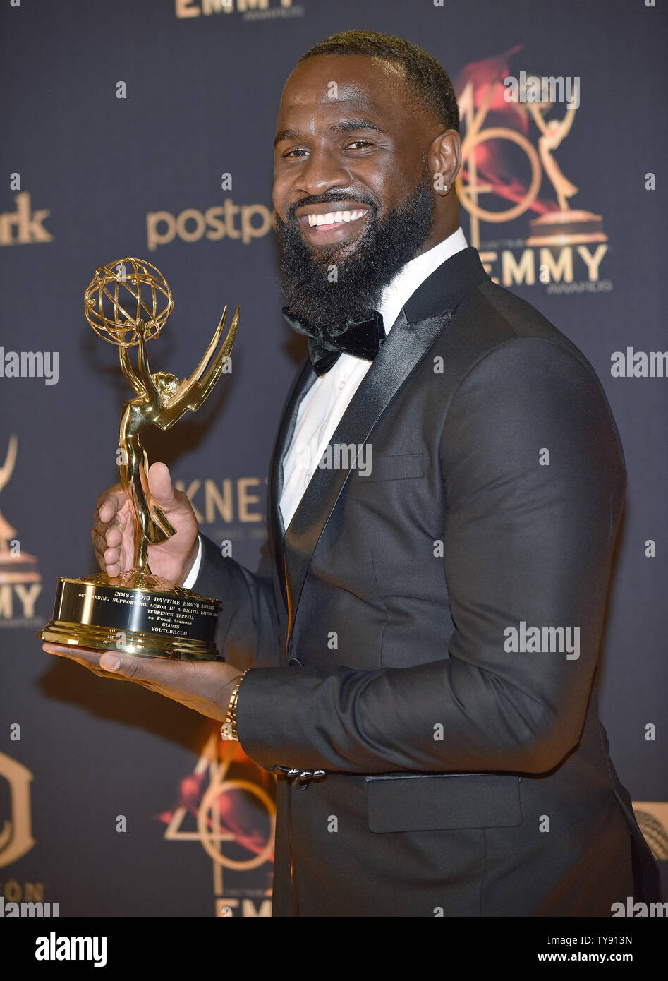 Terrence Terrell Actor >> Terrence Terrell Holds His Emmy For Outstanding Supporting
