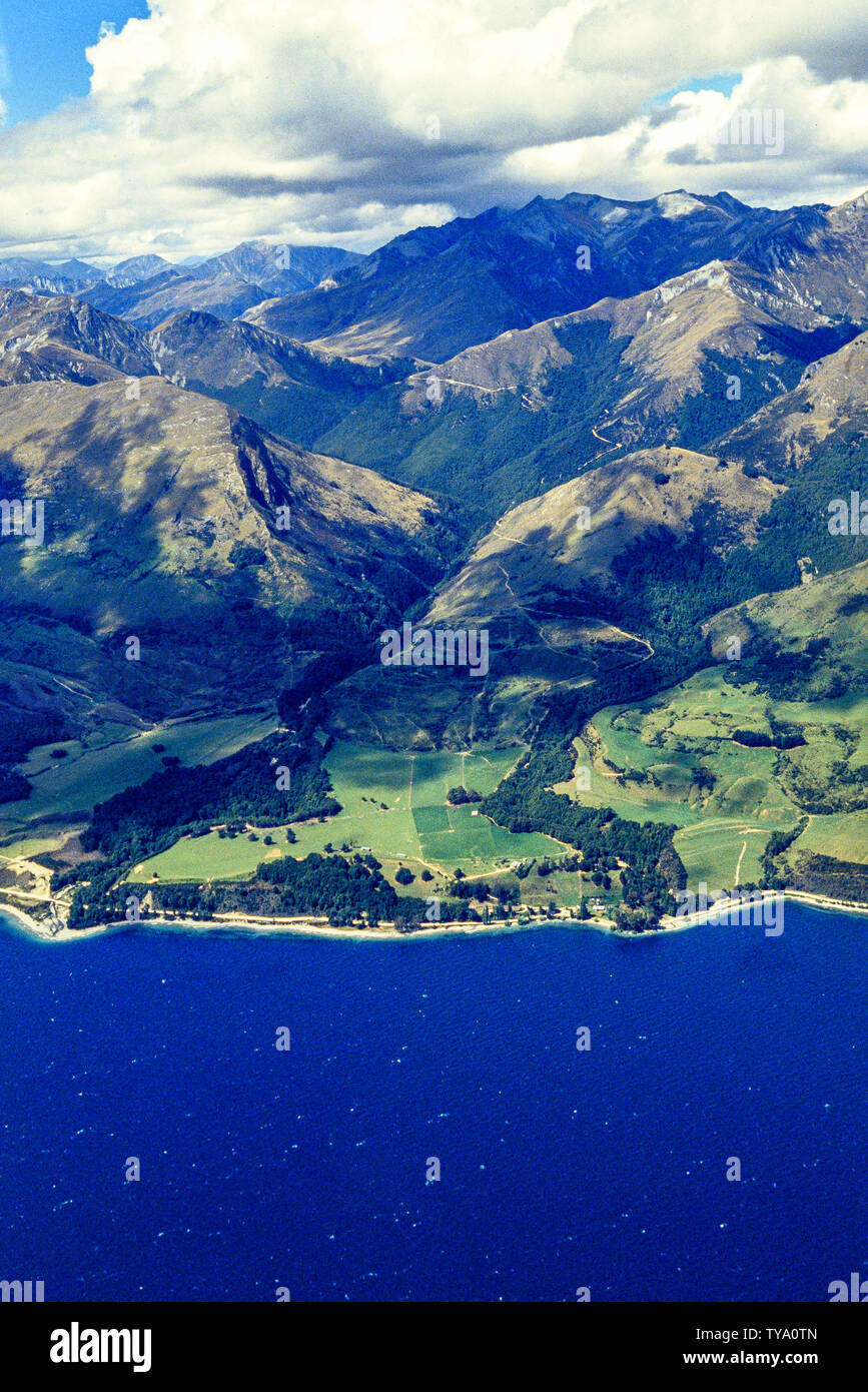 New Zealand, South Island. Aerial view of Lake Wakatipu and mountains near Queenstown. Photo: © Simon Grosset. Archive: Image digitised from an origin Stock Photo