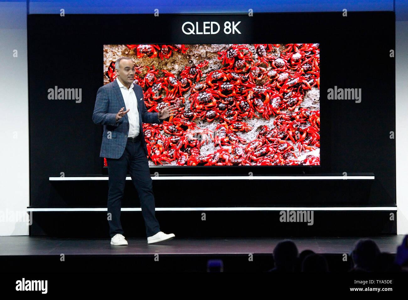 Samsung 8k Qled Television Stock Photos & Samsung 8k Qled