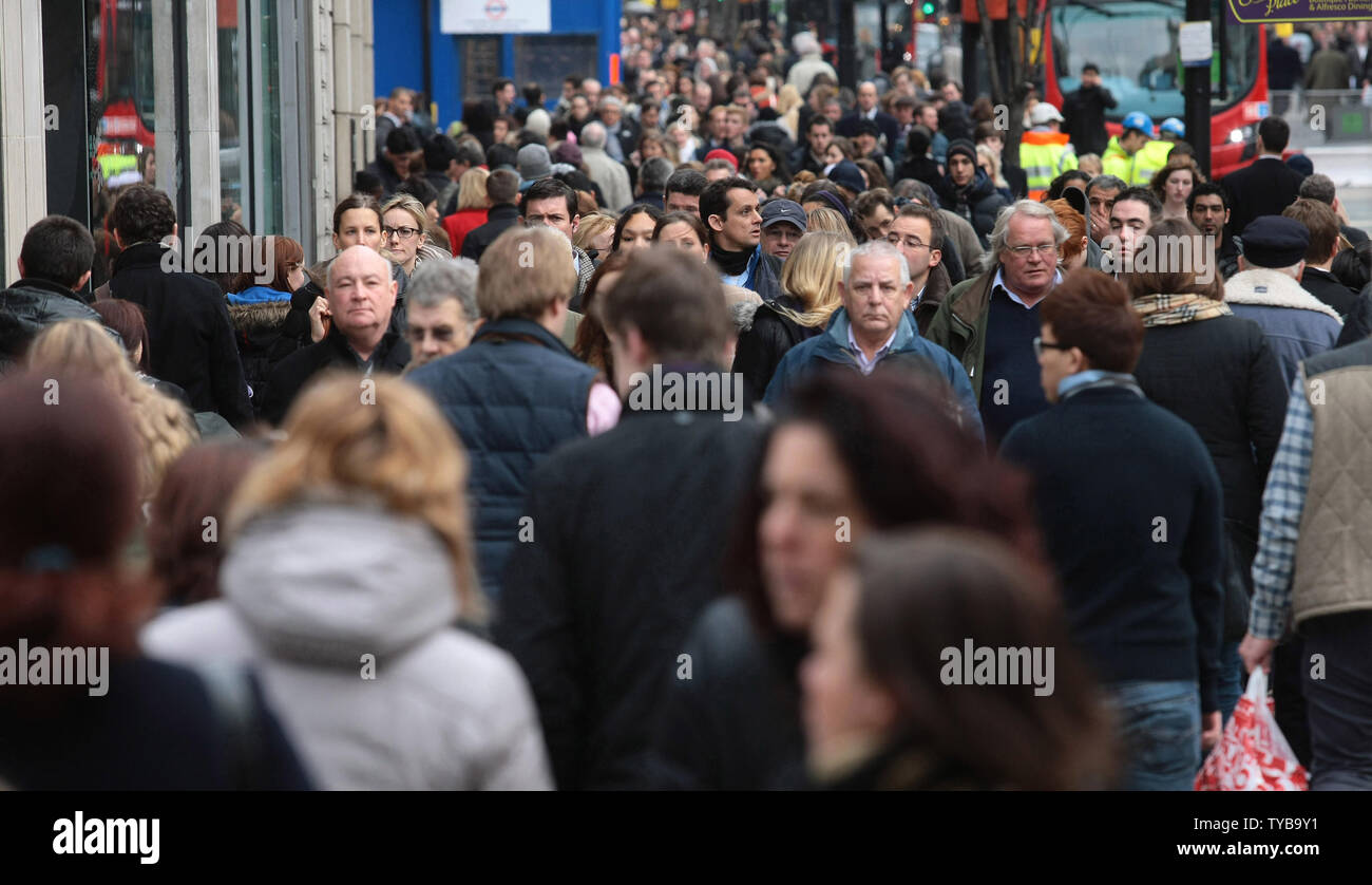 Thousands of christmas shoppers look for bargains on Oxford St,London's busiest Shopping district on Tuesday December 20 2011.Retailers face another tough trading cycle as shoppers hold off making their purchases until the sales begin.    UPI/Hugo Philpott - Stock Image
