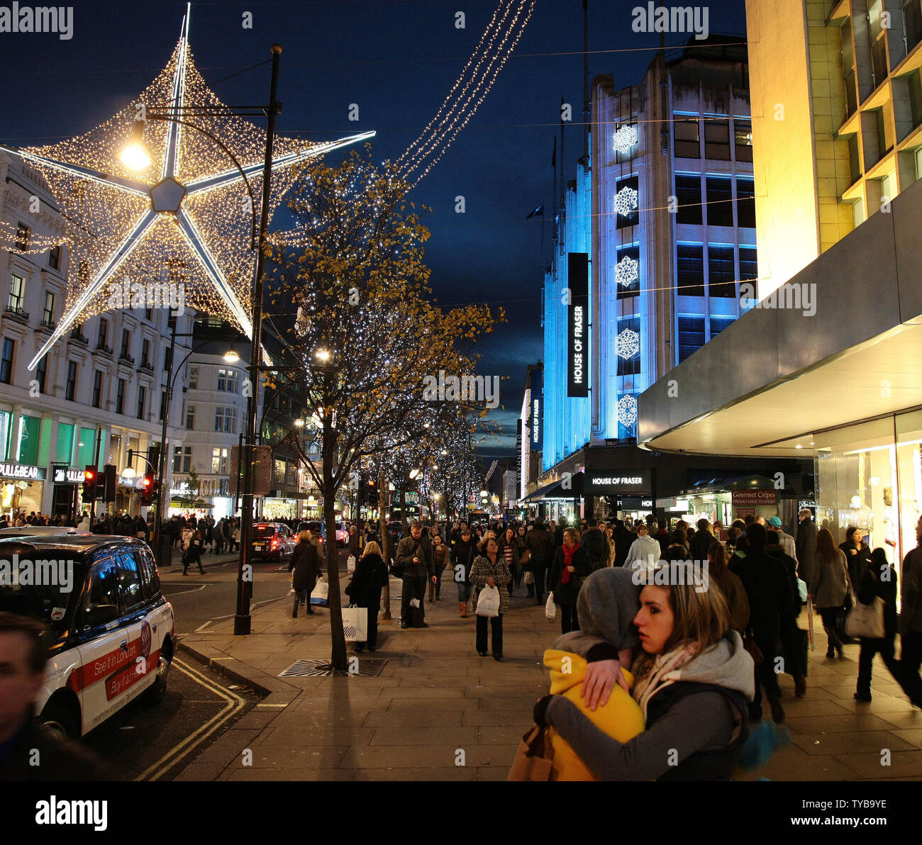 Christmas shoppers look for bargains on Oxford St,London's busiest shopping district on Tuesday December 20 2011.Retailers face another tough trading cycle as shoppers hold off making their purchases until the sales begin.    UPI/Hugo Philpott - Stock Image