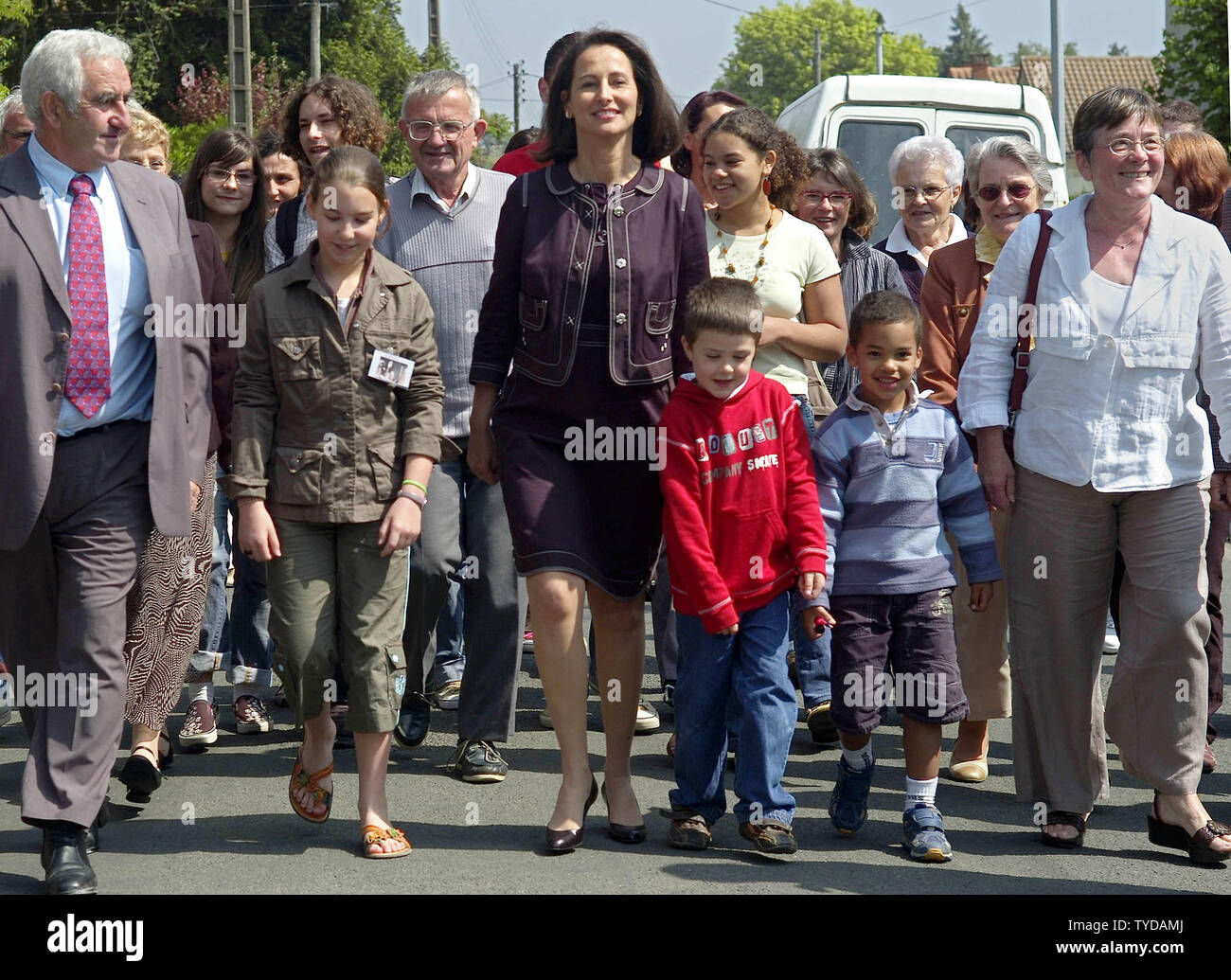 Supporters accompany socialist candidate Segolene Royal to her polling station in Melle, southwestern France, on election day May 5, 2007. French citizens are voting for their next president today, with governing-party nominee Nicolas Sarkozy leading in opinion polls and Royal warning of 'violence'' if she loses.    (UPI Photo/Khanh Renaud) - Stock Image
