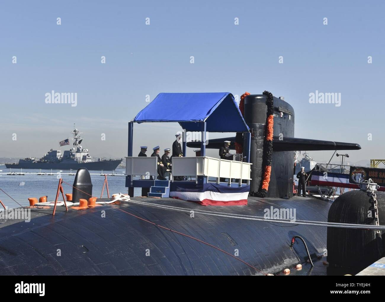 SAN DIEGO (Nov. 4, 2016) Cmdr. Jeff Juergens, commanding officer of the Los Angles-class fast attack submarine USS San Francisco (SSN 711), delivers remarks during a change of command and farewell ceremony on Naval Base Point Loma. The San Francisco is scheduled to shift homeports to Norfolk, Va. to begin a two year conversion process to become a moored training ship at the Nuclear Power Training Unit in Charleston, S.C. - Stock Image
