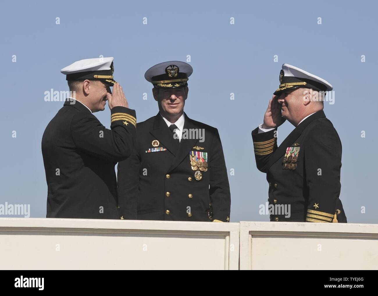 SAN DIEGO (Nov. 4, 2016) – Capt. Daniel Caldwell, right, relieves Cmdr. Jeff Juergens as the commanding officer of the Los Angeles-class fast attack submarine USS San Francisco (SSN 711) during a change of command and farewell ceremony on Naval Base Point Loma, Nov. 4. The San Francisco is scheduled to shift homeports to Norfolk, Va. to begin a two year conversion process to become a moored training ship at the Nuclear Power Training Unit in Charleston, S.C. - Stock Image
