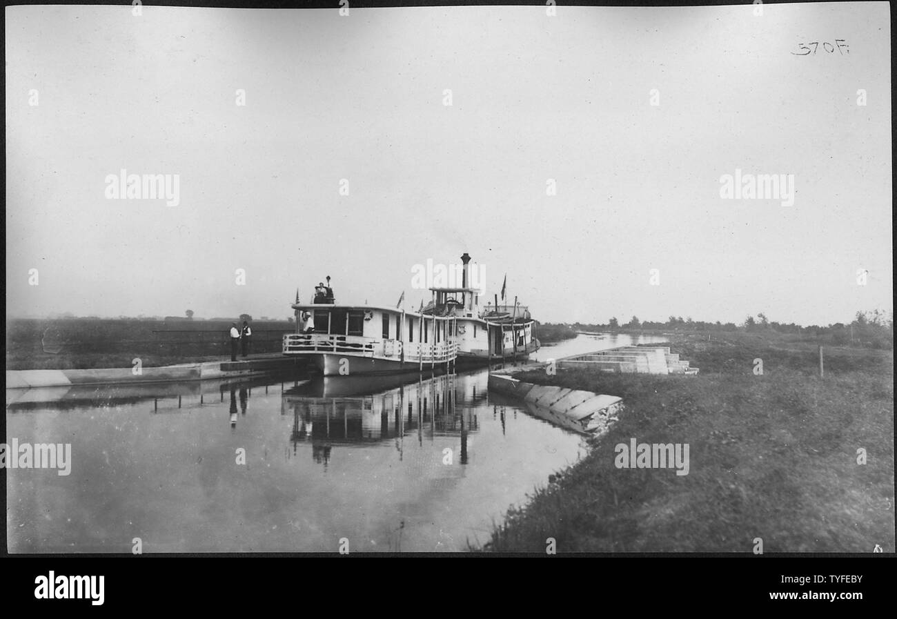 Photograph with caption Steamer 'Marion' with 'Rambler' in tow at Aqueduct 4. Sept. 24, 1908. - Stock Image