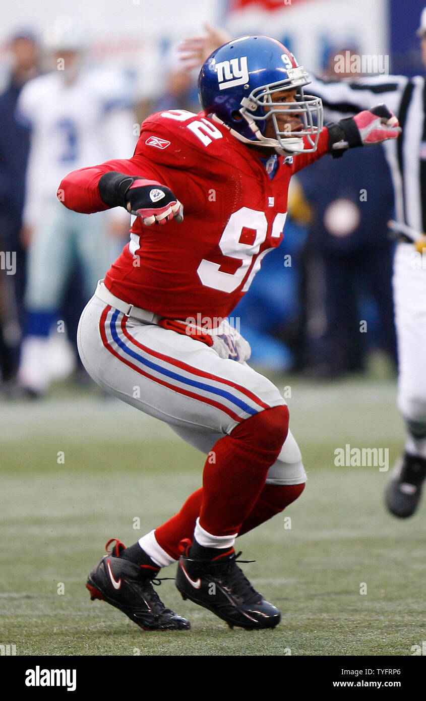 half off 48dc2 fa3cf New York Giants Michael Strahan reacts to a sack in week 13 ...