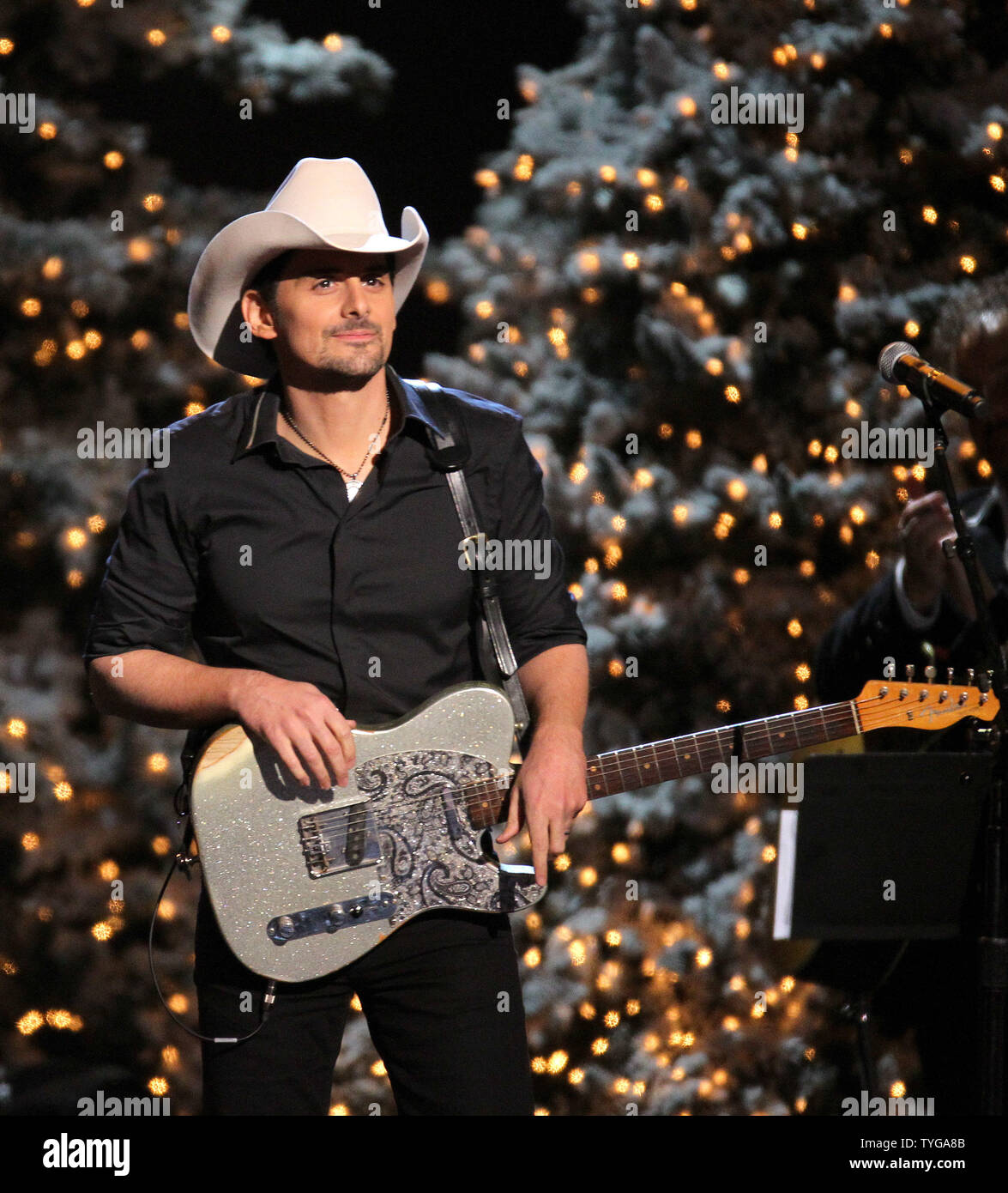 Brad Paisley 2020 Cma Country Christmas Brad Paisley performs during a taping of the CMA Country Christmas