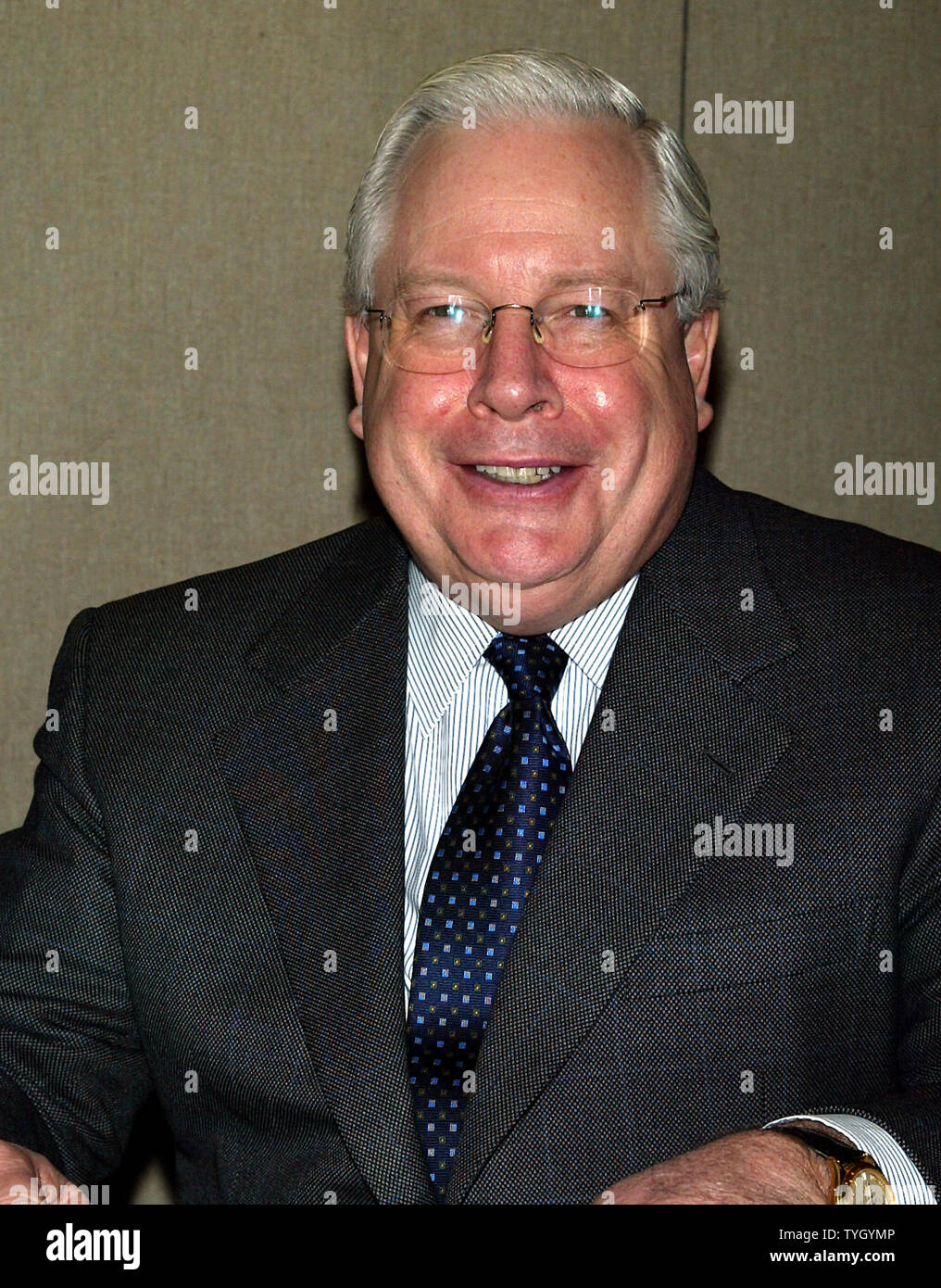 Mr. C. Robert Henrikson, President and COO of MetLife, Inc. attends the 17th Annual Lewis Hine Awards Ceremony on January 31, 2005 in New York, after his  company announced  that they will acquire Travelers Life and Annuity from Citigroup Inc. for $11.5 billion dollars in cash and stock in a deal that will make the company the largest individual life insurer in North America.  The deal should be finalized by the summer..  (UPI Photo/Laura Cavanaugh) - Stock Image