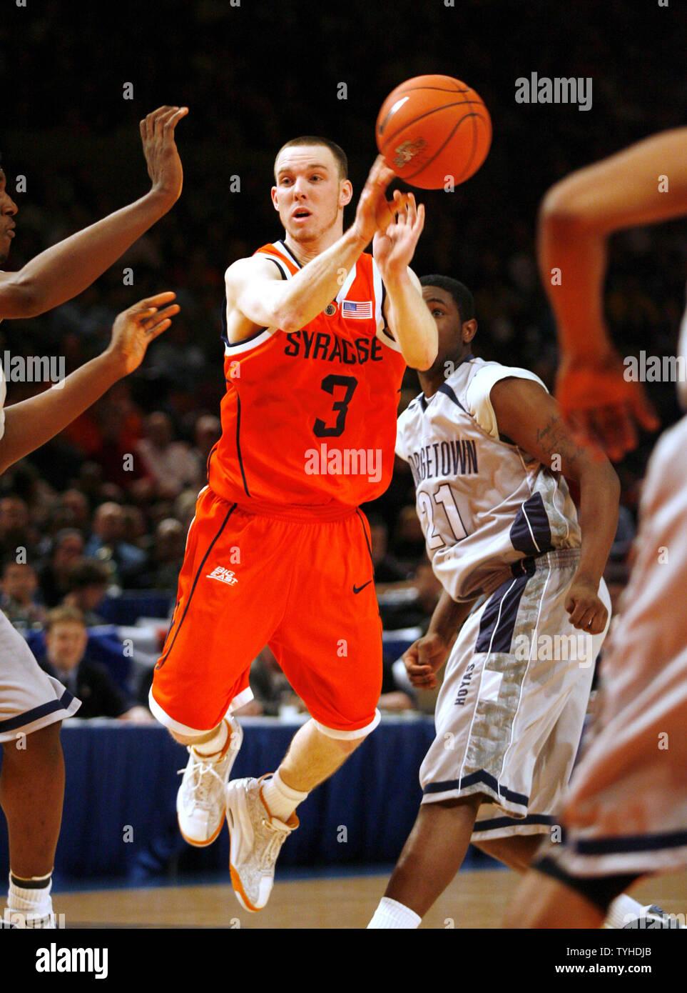Syracuse Guard 3 Gerry Mcnamara Passes The Basketball