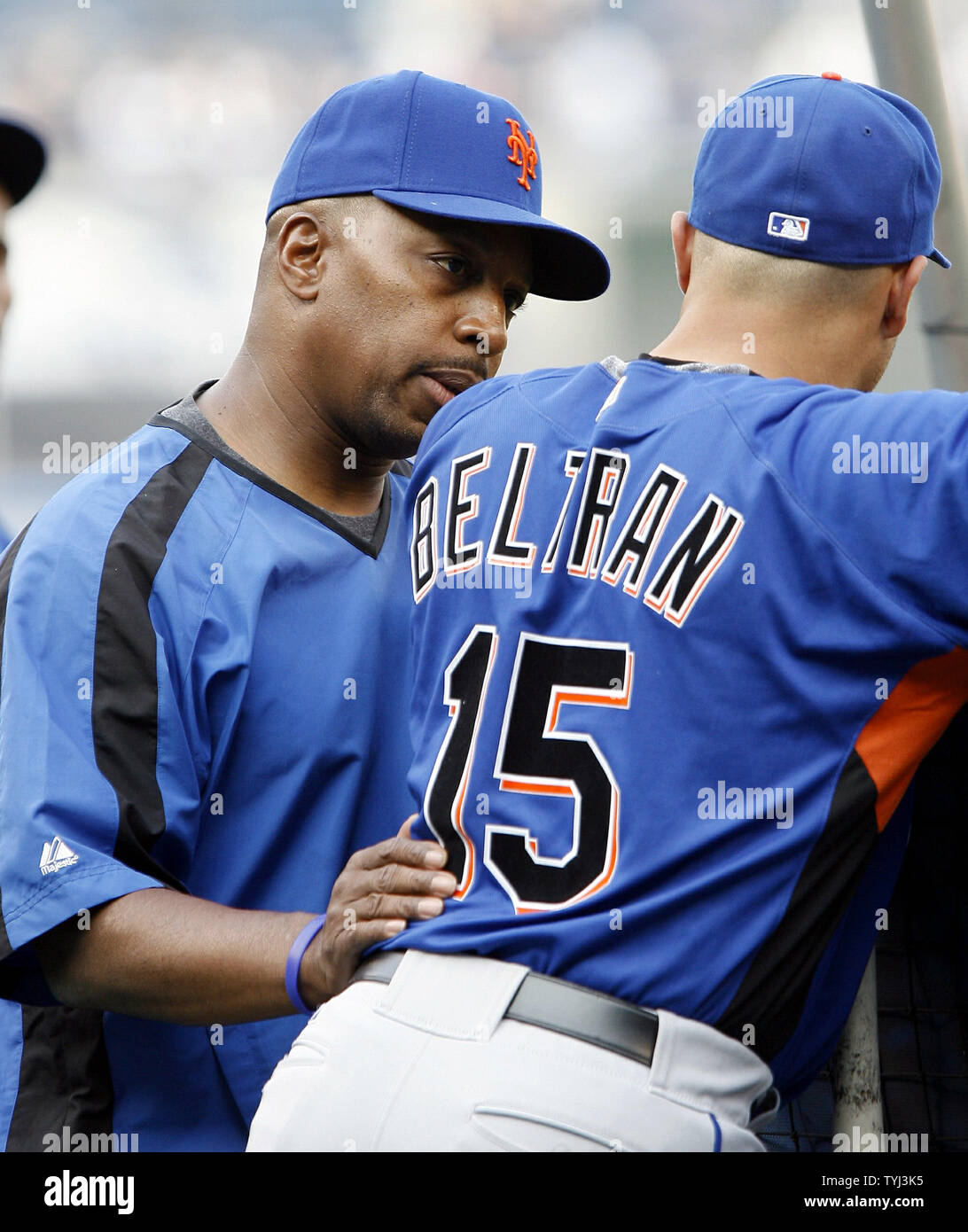 New York Mets Manager Willie Randolph Talks With Carlos