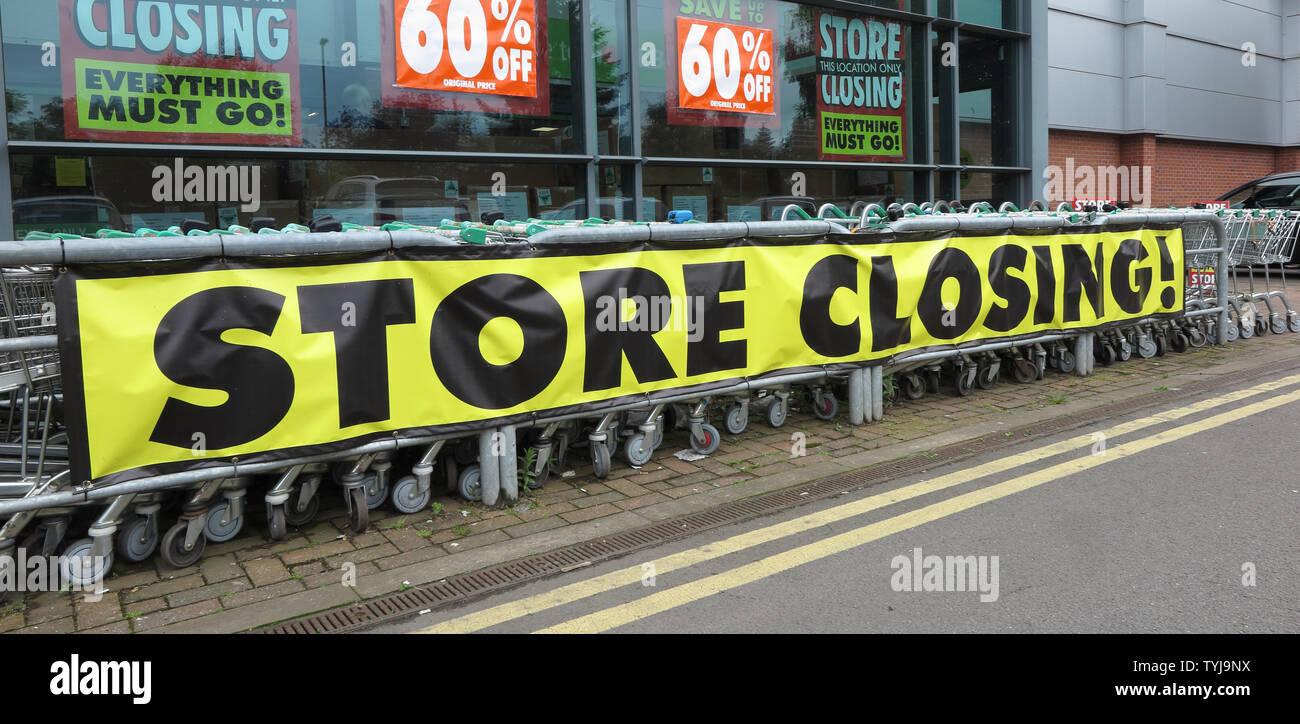 Store Closing sign at Homebase, Market Drayton, Shropshire Stock Photo