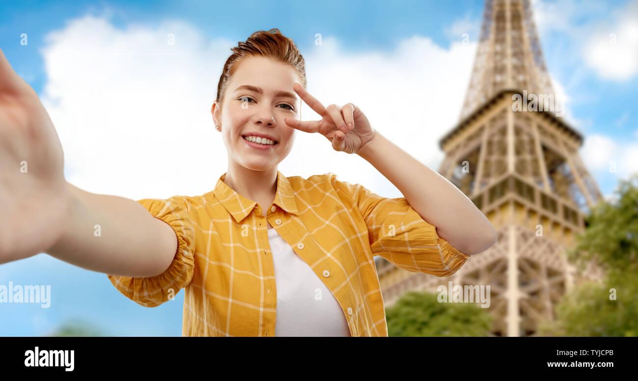 teenage girl taking selfie over eiffel tower - Stock Image