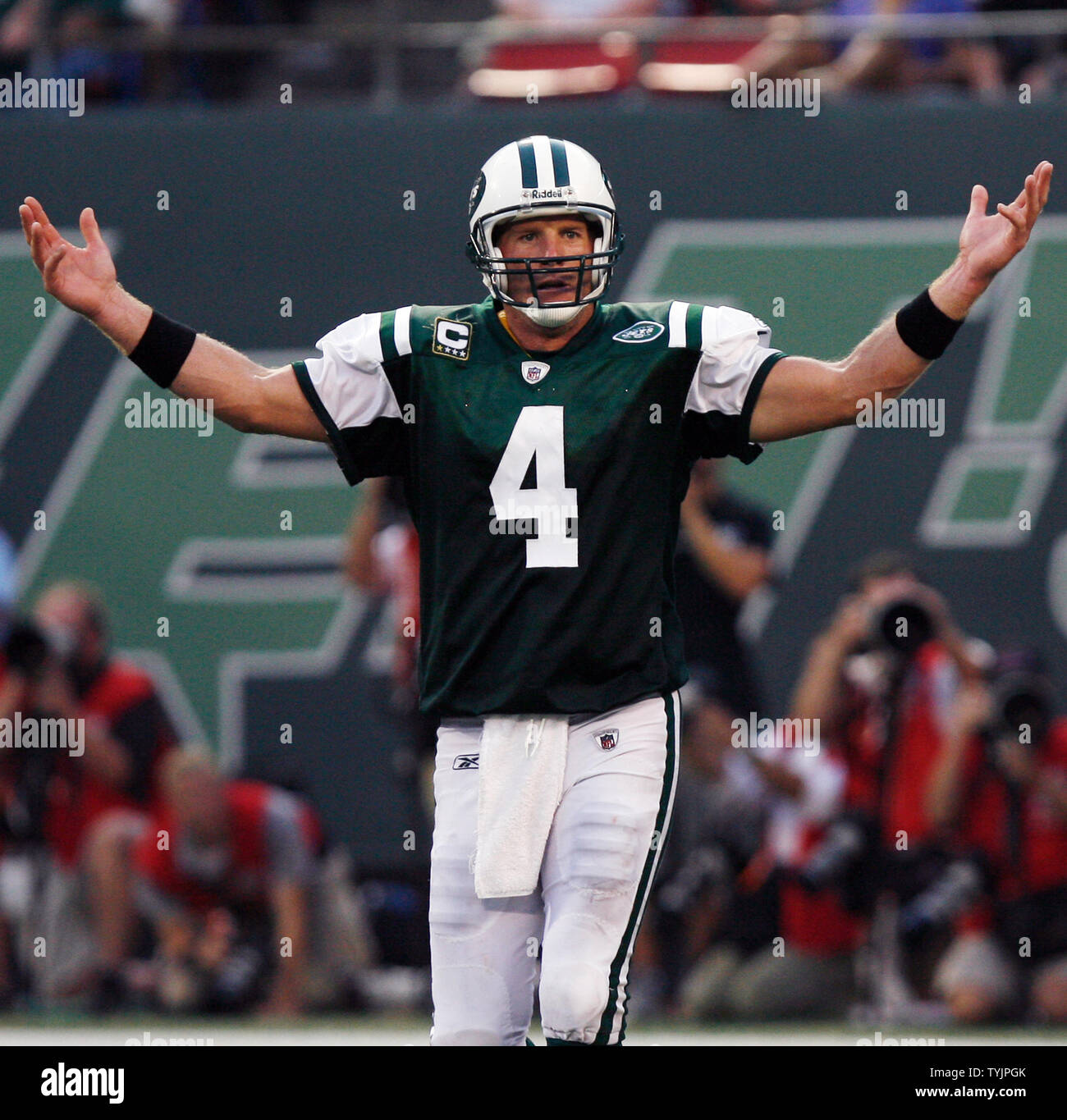 cheap for discount 53584 87b63 New York Jets Brett Favre reacts in the fourth quarter ...