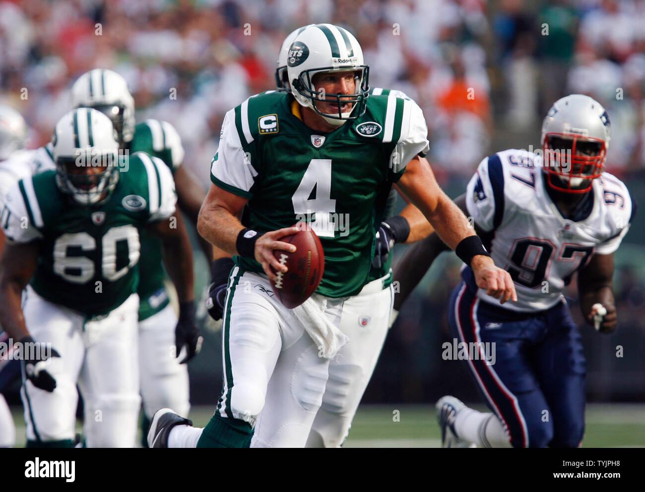 best sneakers ae9d7 72e42 New York Jets Brett Favre runs out of the pocket against the ...