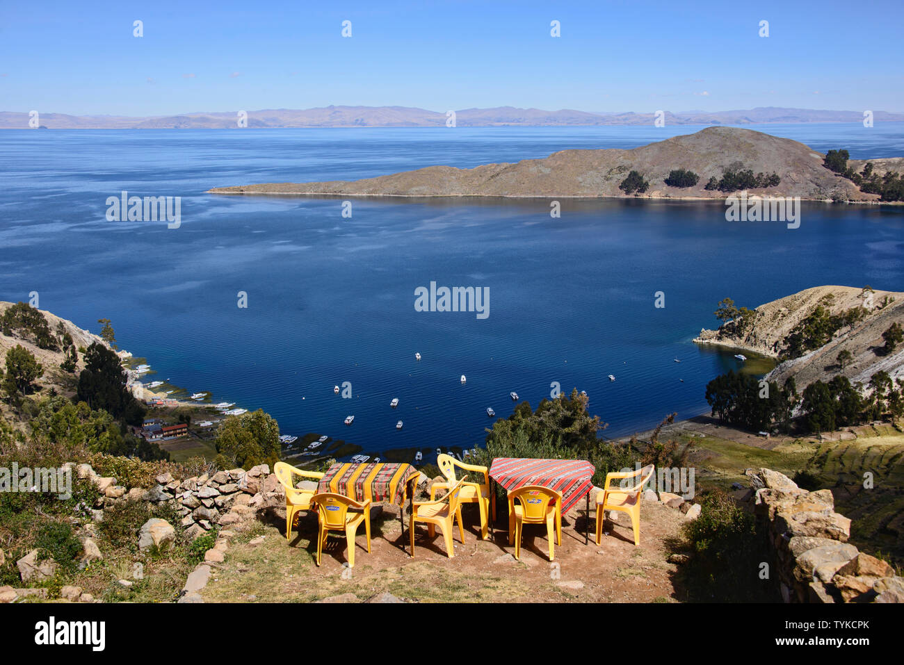 Boats in the Playa Japapi bay on Isla del Sol, Lake Titicaca, Bolivia Stock Photo