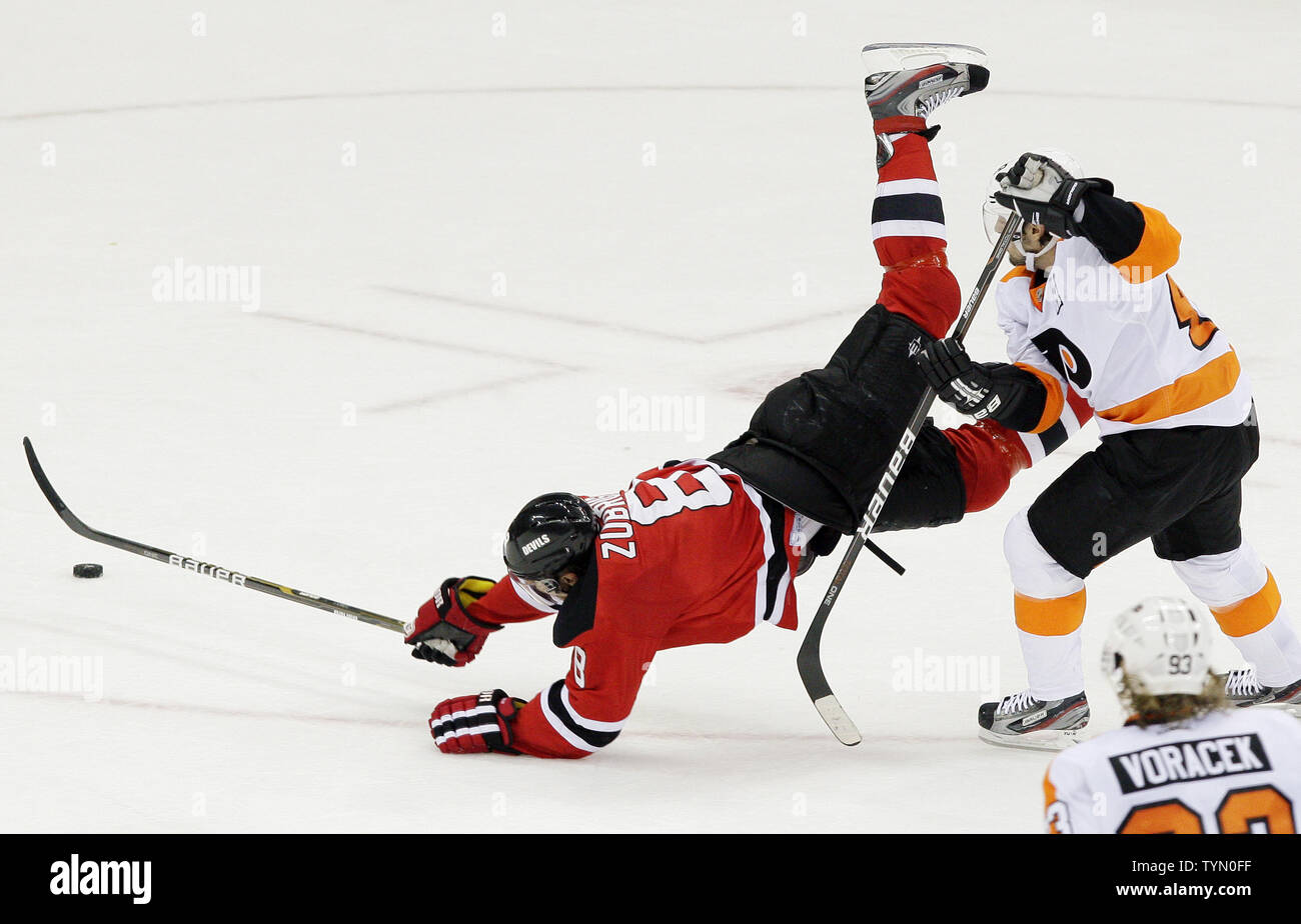 94b523e6 Philadelphia Flyers Danny Briere watches New Jersey Devils Dainius Zubrus  push the puck into an empty